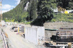 Die Arbeiten für die Wasserfassung in der Lägni für das neue Kraftwerk Bristen AG schreiten zügig voran. Bild: Neue Urner Zeitung